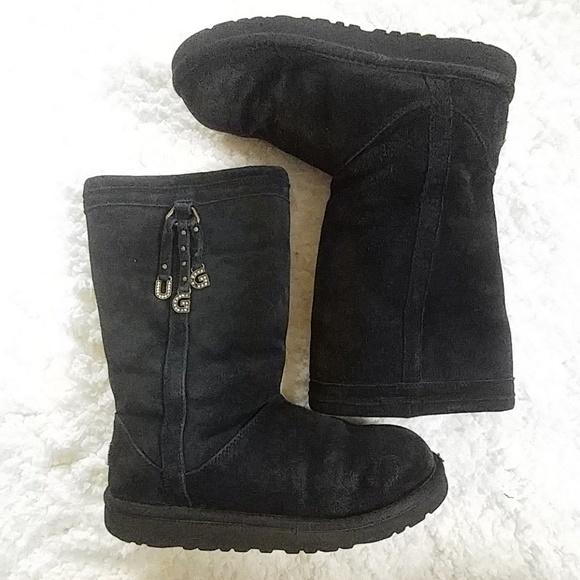 389376cfa3f Ugg Girls Larynn Black Boots Size 5